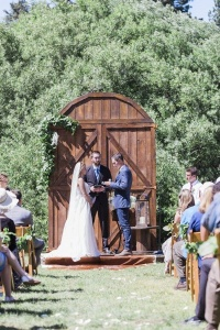4Barn Door & 10 Stage Backdrop Ideas for your Rustic Wedding | Blog ...